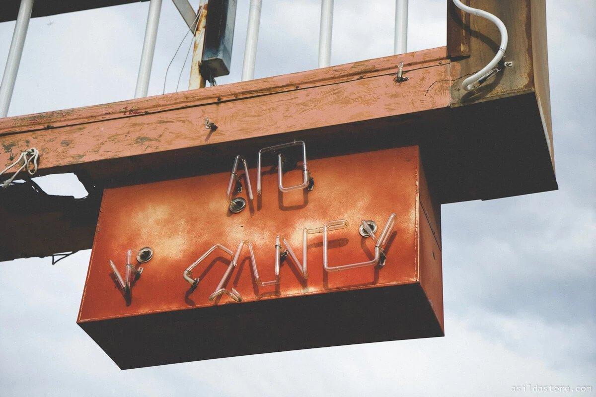 Image of No-Vacancy-Neon-Sign
